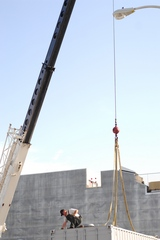 01_Proxy_attaching_crane.jpg